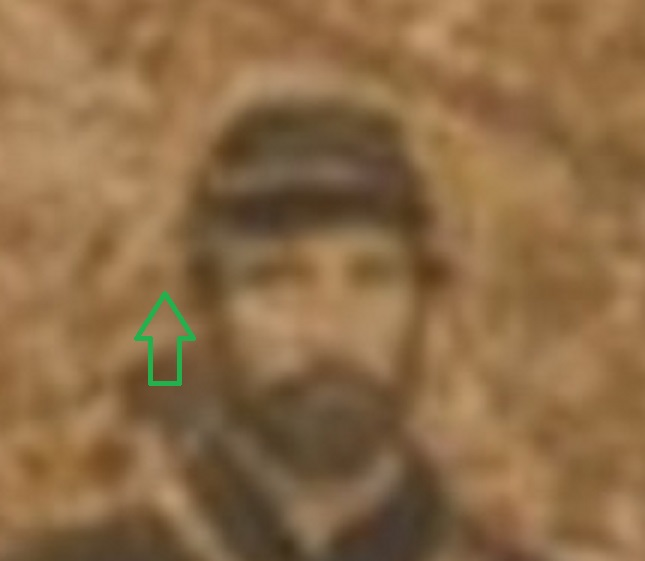 A green arrow shows a clear separation between the head of the soldier and an apparent while line
